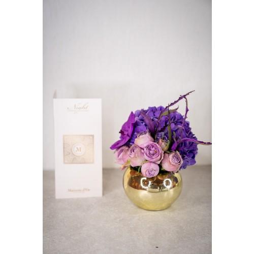 Aranjament floral cu trandafiri lila