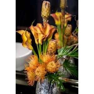 Aranjament floral protea si calla