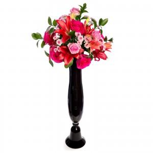Aranjament floral de nunta din crini, trandafiri