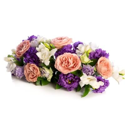 Aranajament floral prezidiu din trandafiri si frezii