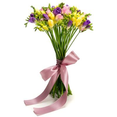 Buchet de flori cu 45 frezii multicolore