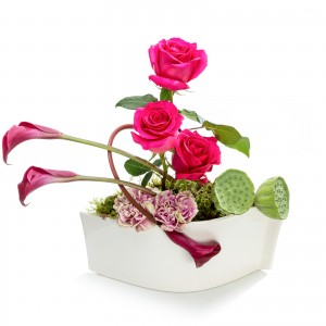 Aranjament floral business cu trandafiri cyclam si garoafe