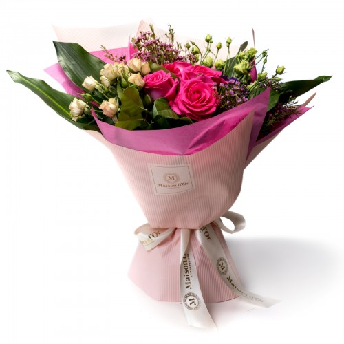 Buchet de flori cu trandafiri ciclam si minirosa