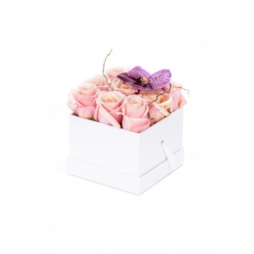 Cutie trandafiri roz si vanda