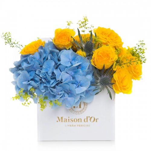 Aranjament floral cu hortensie si minirosa