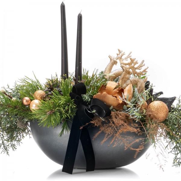 Aranjament floral cu asparagus si elemente decorative