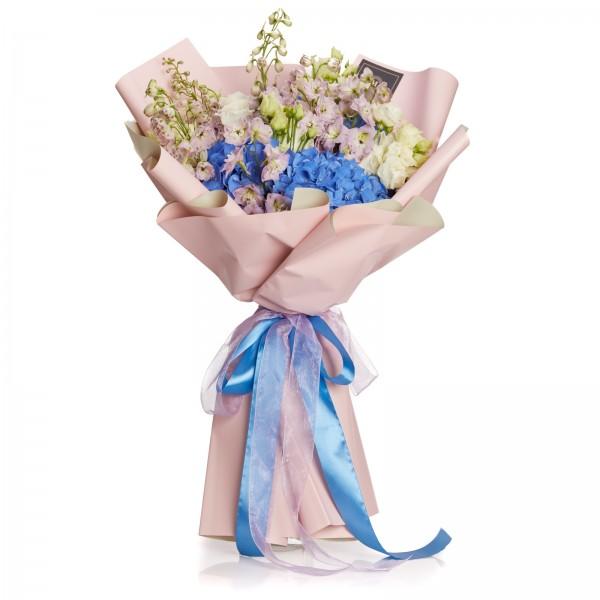 Buchet cu hortensii, delphinium si lisianthus