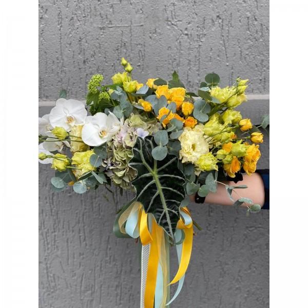 Buchet De Flori Cu Phalaenopsis Minirosa Si Alocasia