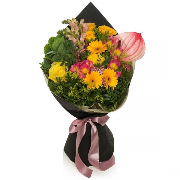 Buchet de flori brassica verde si trandafiri galbeni