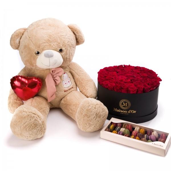 Cutie rotunda Cu 79 Trandafiri Rosii, cutie cu 33 macarons Si Ursulet