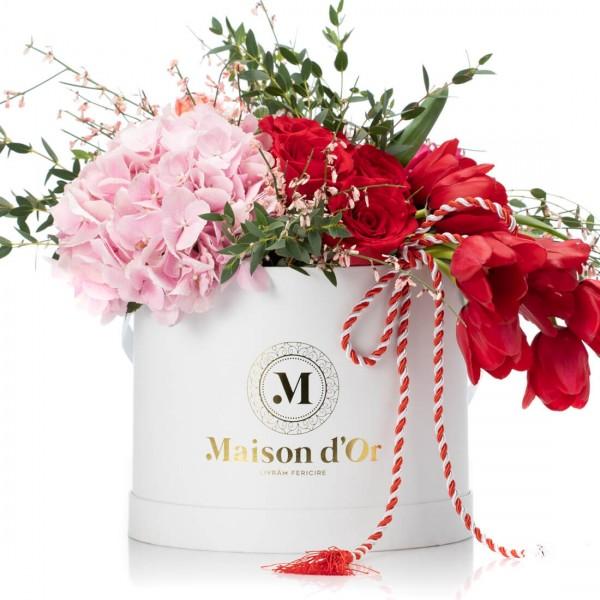 Cutie cu minirosa, trandafiri rosii si hortensie - 1-8 Martie