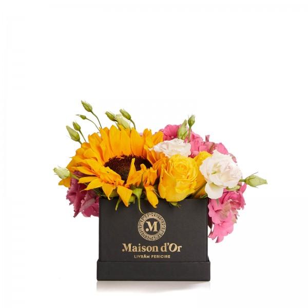 Cutie cu trandafiri si floarea soarelui