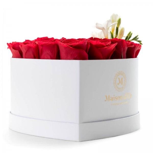 Cutie inima alba cu 21 trandafiri rosii si frezii