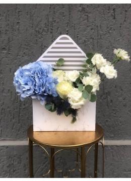 Aranjament Floral In Cutie Plic cu hortnesie, lisianthus si eryngium
