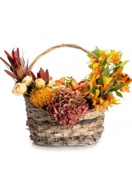 Aranjament floral in cos cu minirosa crem