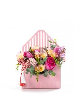 Aranjament floral in cutie plic cu zambile, lalele si frezii