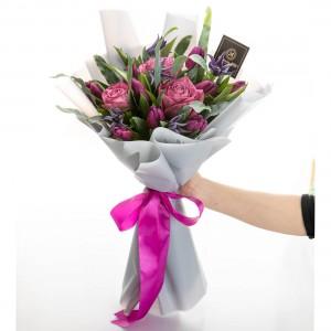 Buchet de flori cu clematis Preety in Purple