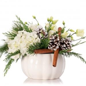 Aranjament floral cu hortensie alba si lisianthus alb