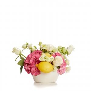 Aranjament floral cu hortensie, trandafiri, lamai si lisianthus