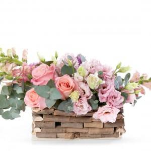 Aranjament floral in cos cu antirrhinum si zambile