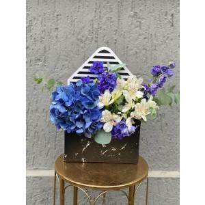 Aranjament Floral In Cutie Plic Cu hortensie, alstroemeria si delphinium