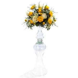 Aranjament floral de nunta din ranunculus, trandafiri