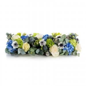 Aranjament prezidiu din trandafiri albi si hortensii albastre