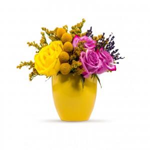 Aranjament floral trandafiri si solidago