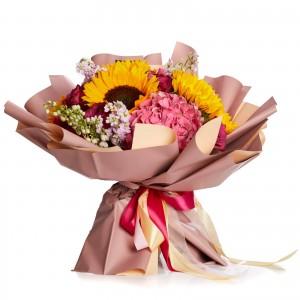 Buchet de flori cu floarea soarelui si minirosa