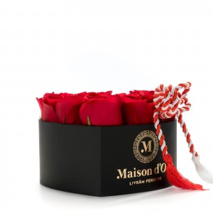 Cutie inima 9 trandafiri rosii martisor