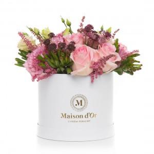Aranjament floral cu astilbe, trandafiri roz, lisianthus si astrantia