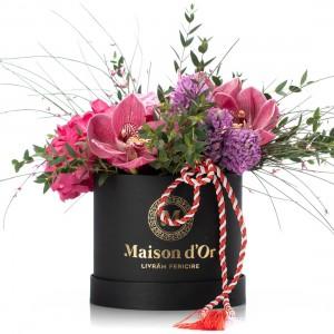 Cutie cu hortensie, trandafiri si zambile - 1-8 Martie