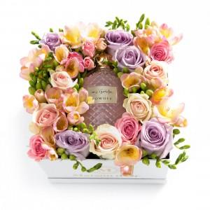 Cutie cu trandafiri, minirosa, frezii si Apa de parfum - MyGeisha
