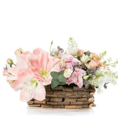 Aranjament floral in cos cu amaryllis si minirosa crem