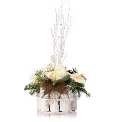Aranjament floral cu trandafiri albi, agapanthus si anthurium