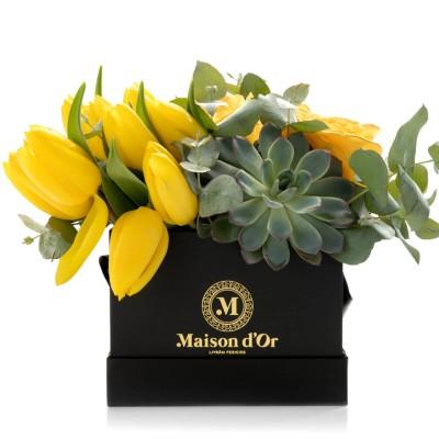 Cutie patrata cu trandafiri si lalele galbene
