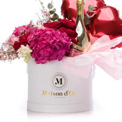 Cutie cu minirosa, lisianthus, hortensie, trandafiri rosii, Bottega Gold Prosecco, lumanare parfumata si baloane in forma de inima