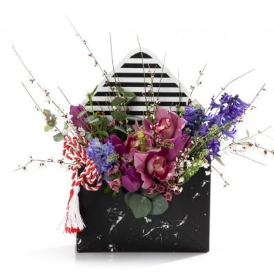 Aranjament Floral In Cutie Plic cu zambile, cymbidium si lalele