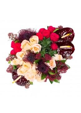 Cutie cu trandafiri si anthurium