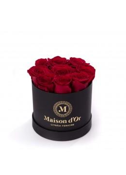 Cutie cu 9 trandafiri rosii, cutie 15 macarons si ursulet