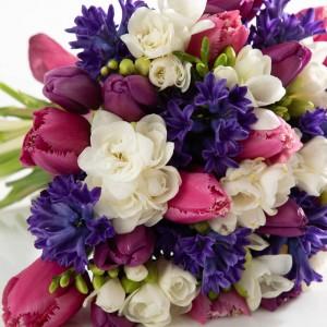 Buchet cu zambile, frezii si lalele multicolore