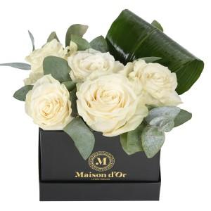 Cutie cu trandafiri albi