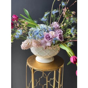 Aranjament Floral Cu Trandafiri, lalele si hortensii