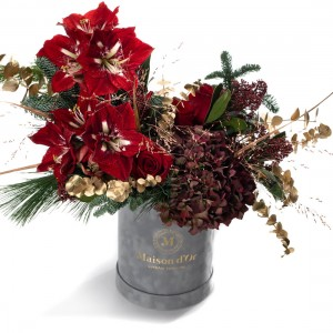 Aranjament floral de Craciun cu amaryllis,hortensie si trandafiri