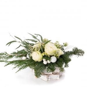 Aranjament floral cu trandafiri albi, globuri si astrantia - Colectia de Craciun