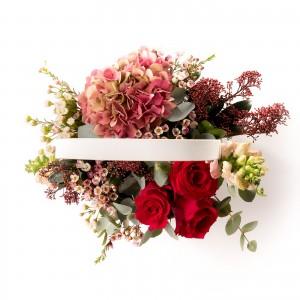 Aranjament floral in cos din hortensie si antirrhinum