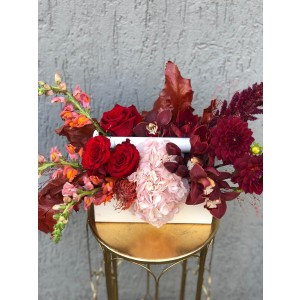 Aranjament Floral In Cos Cu Amaryllis, Dahlia si Cymbidium