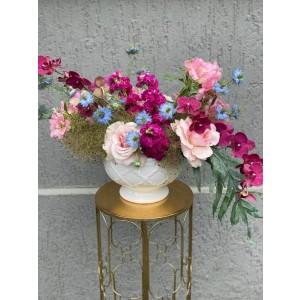 Aranjament floral cu trandafiri, matthiola si orhidee