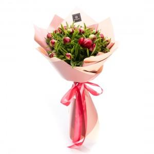 Buchet de flori cu 15 bujori burgundy