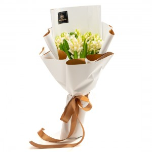 Buchet de flori cu 15 zambile albe